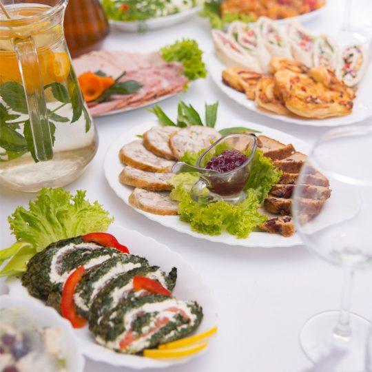 http://salamagda.pl/wp-content/uploads/2019/07/catering_tlo_2-1-540x540.jpg